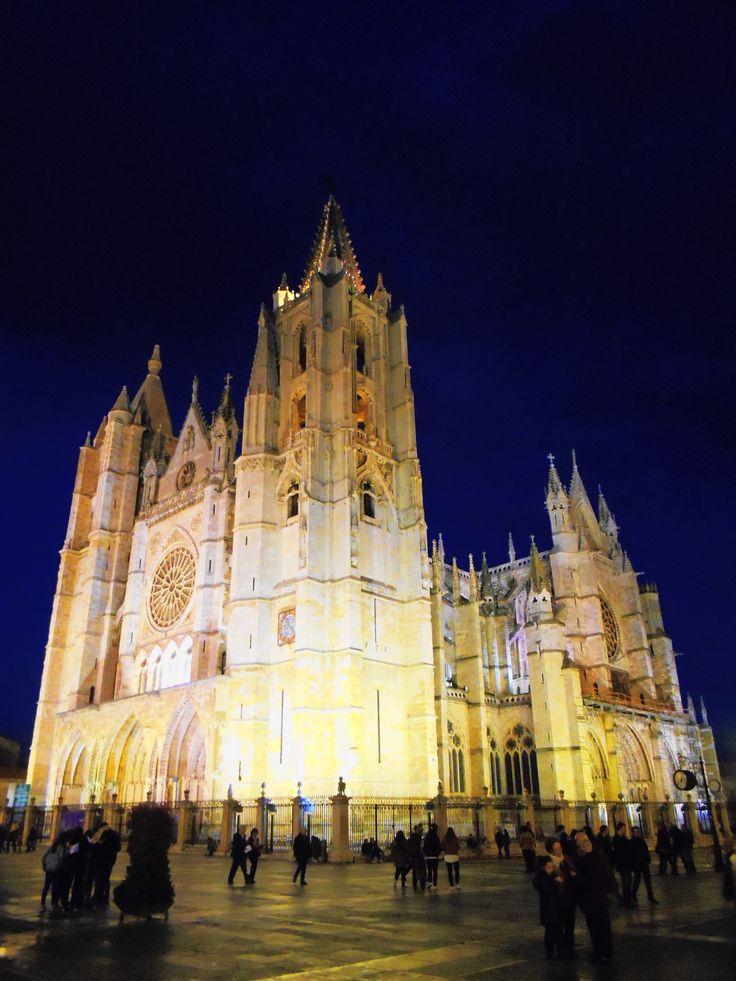 La catedral al anochecer desde la calle Ancha