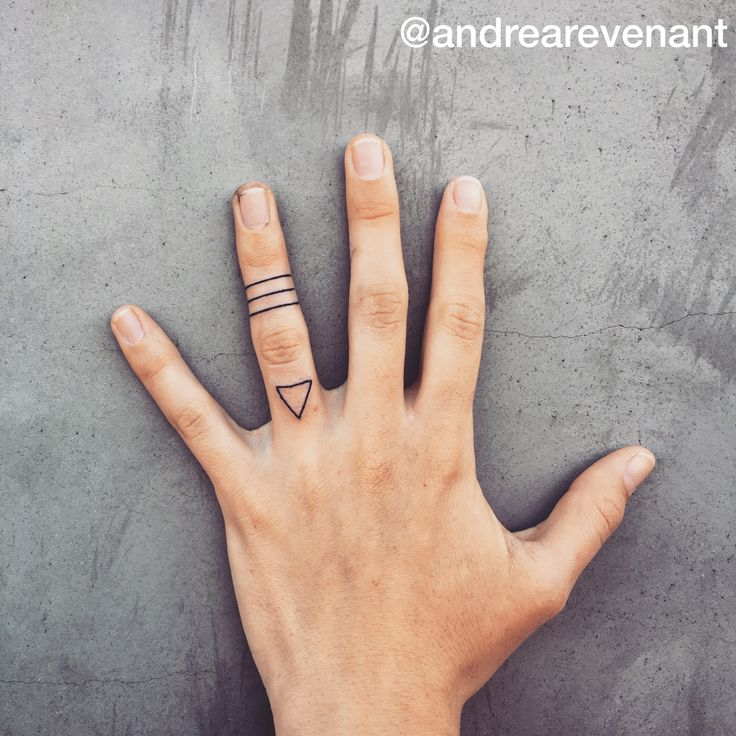 Simple lines and triangle finger tattoos by Andrea Revenant