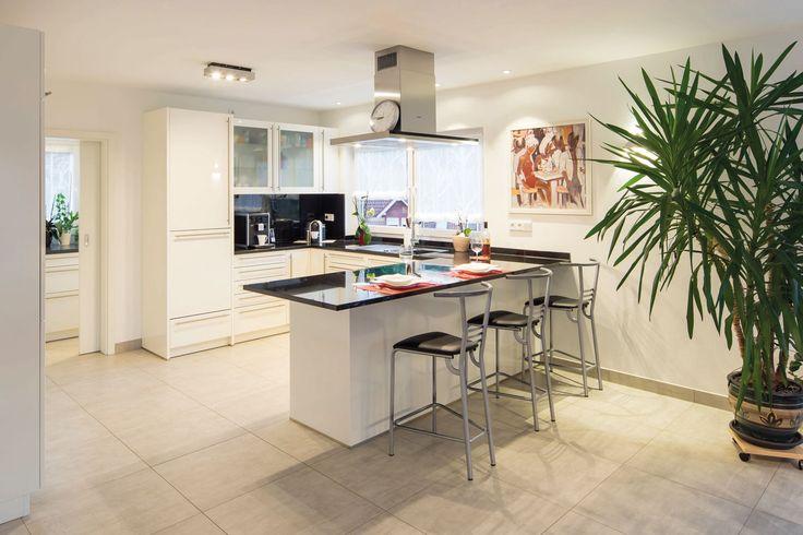 Offene Küche mit Thekenbereich Mehrfamilienhaus - Besondere - offene küche wohnzimmer