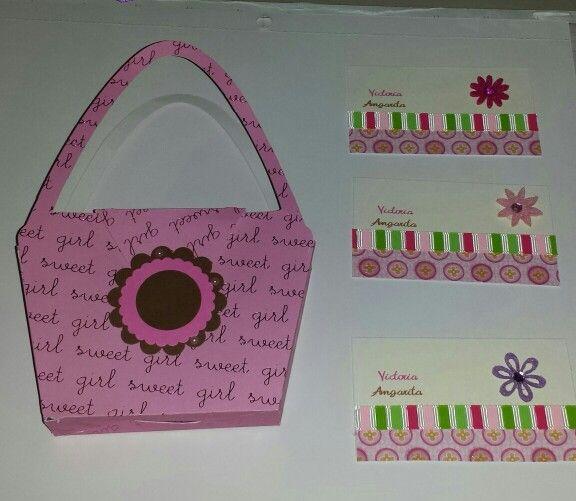 linda cartera en papel acompaña con 6 tarjetas personalizadas.