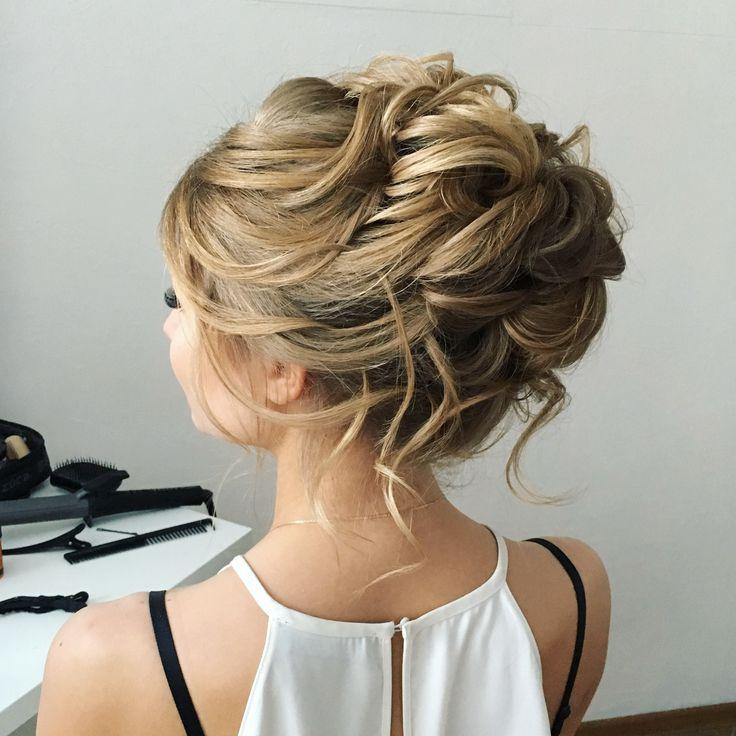 Средний пучок на светлые волосы. Middle high bun for a blond hair