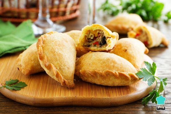 Colombian Empanadas with Shredded Beef Recipe #empanada #shreddedbeef #easy #wheatflour #filling #LatinAmericanfood #Colombian #baked #delicious #pastry