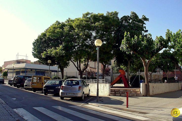 Plaça i Centre Cívic en el carrer Vall d'Aran.
