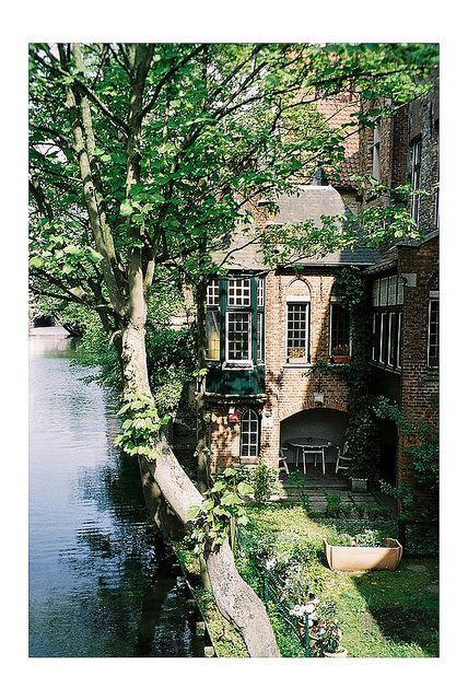 Handelsgids, Bedrijvengids, Infogids van Brugge ... mail info@climbingbvba.be voor meer info.