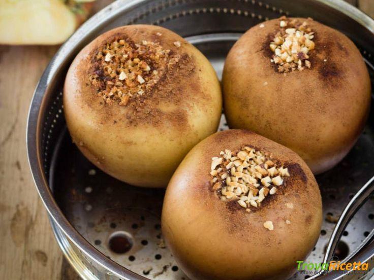 Mele cotte con cannella e mix di amaretti e nocciole croccanti – Ricetta con AMC  #ricette #food #recipes