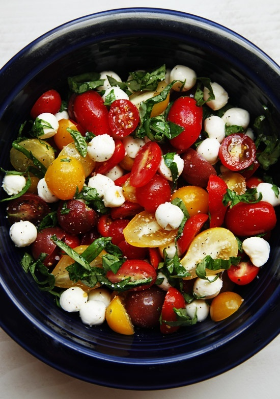 A quick and easy Caprese Salad recipe perfect for summer and serving guests. Only takes a few minutes to put together and is full of flavor. media-cache0.pint... IngleLarkin ideas for entertaining
