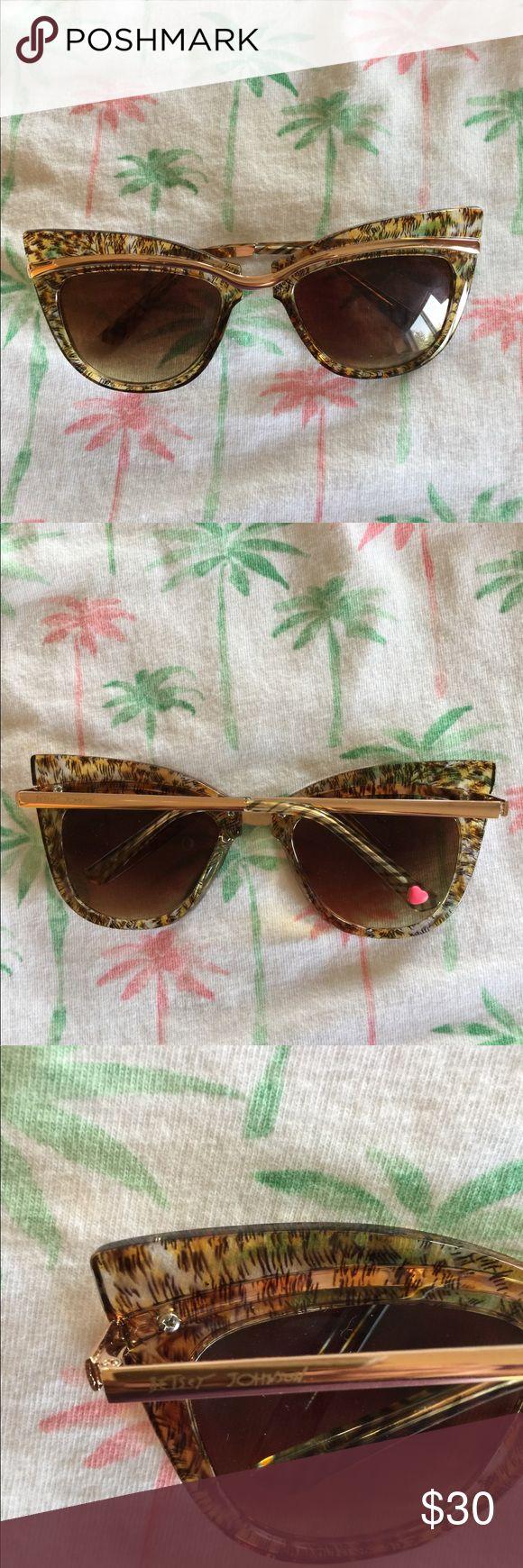 050e97b3f6a1 Betsey Johnson Animal Print Wayfarer Sunglasses « One More Soul
