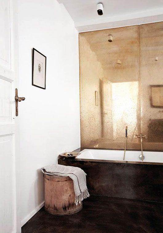 12 manières d'embellir votre salle de bain avec de grands miroirs