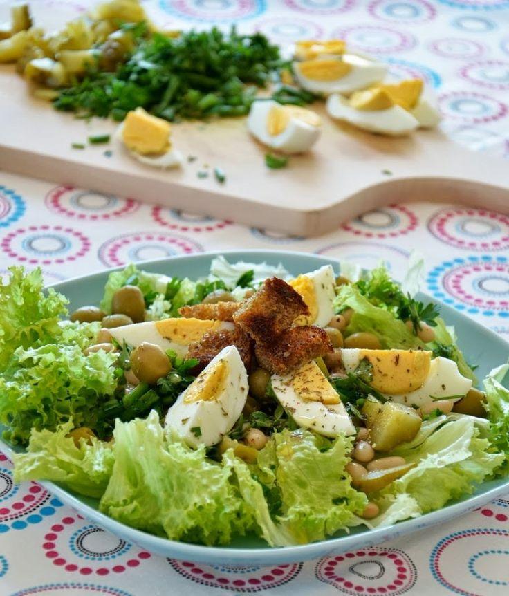 Sałatka z jajkiem i fasolką: http://dailytips.pl/salatka-z-jajkiem-i-fasolka/