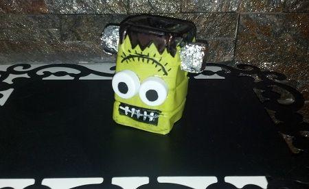fare un piccolo Frankenstein per halloween con le bottiglie di plastica