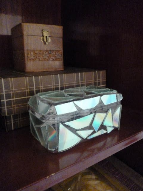 Jade Eclectic: DIY : Easy Mosaic Jewelry Storage Box #upcycle #CD #DVD