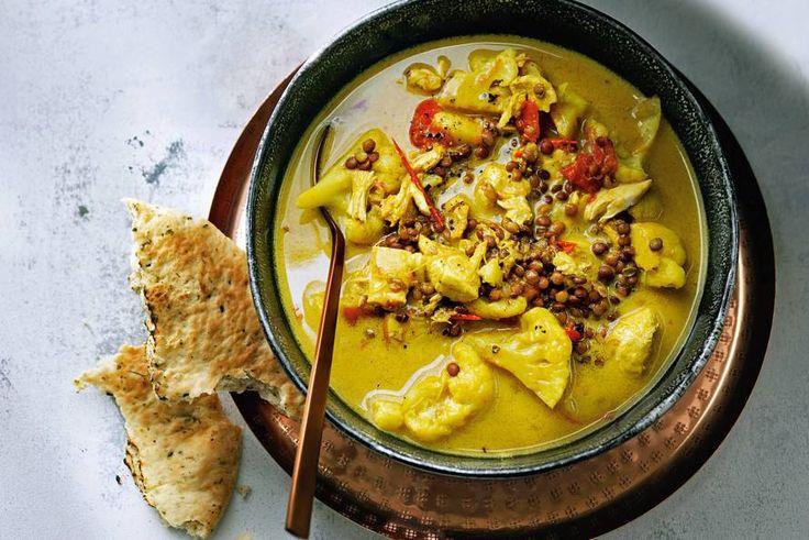 Indiase kippensoep met bloemkoolroosjes - Recept - Allerhande