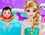 Elsa Bebek Banyosu oyunu. Elsa bebeğine şimdi banyo yaptırıyor. Önce banyoyu…