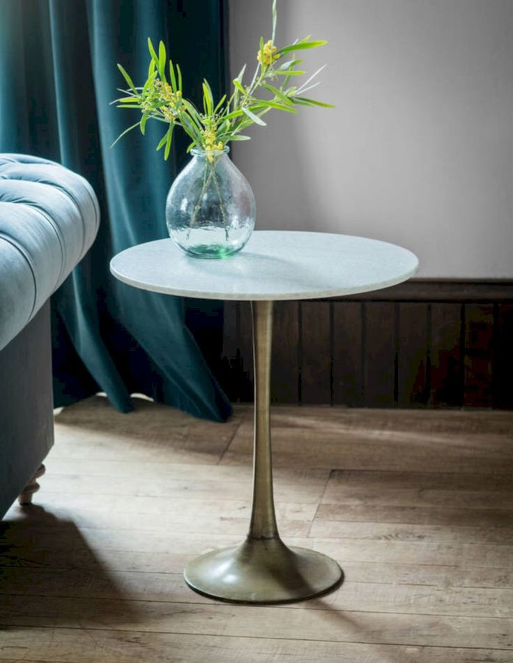 Nice 54 Stylish Circular White Coffee Tables Design Ideas. More at http://trendecor.co/2017/09/29/54-stylish-circular-white-coffee-tables-design-ideas/