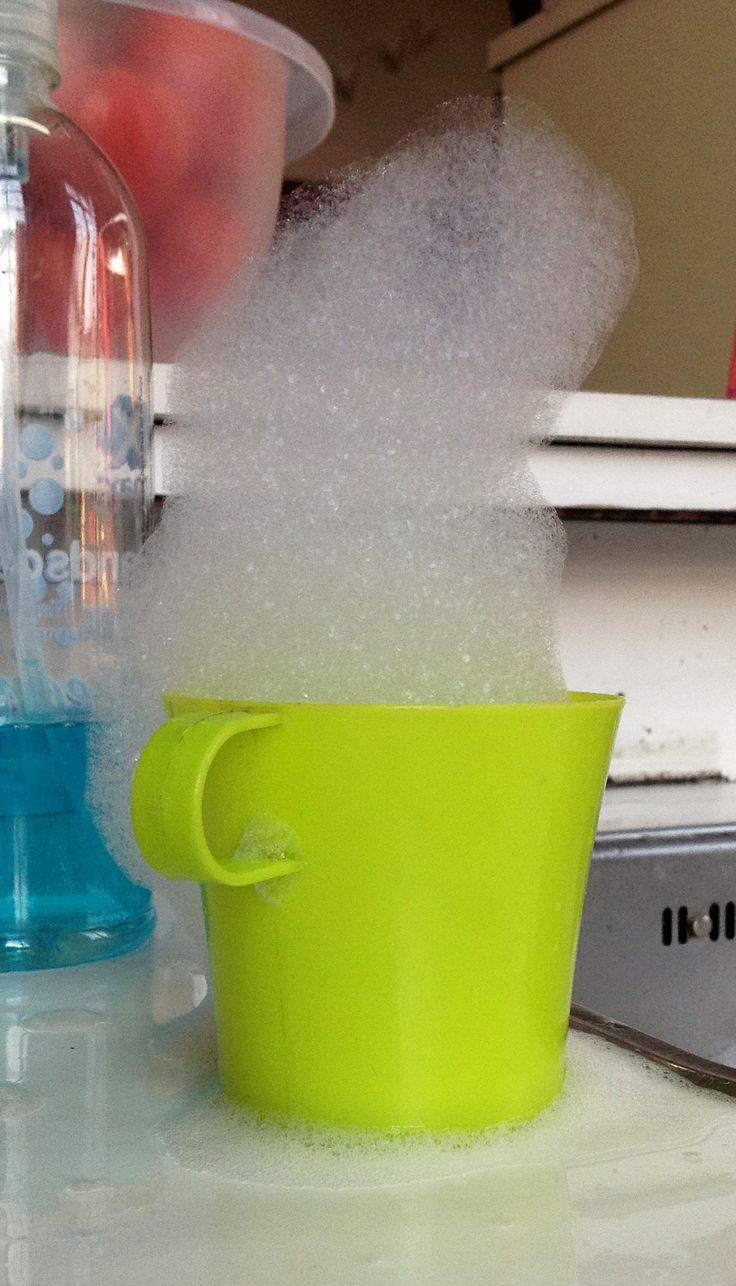Een experiment: hoe hoog kun je sop 'opstapelen'? Dit ontstaat terplekke.