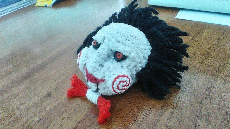"""По просьбе коллеги-фаната """"Пилы"""", создала такую Билли-подобную куклу..для лобового зеркала его машинки) #вяжукрючком #крючком #амигуруми #Пила #вязаниесызрань #куклакрючком #вяжусама #вяжутнетолькобабушки #Taglines #saw #movie #jigsaw"""