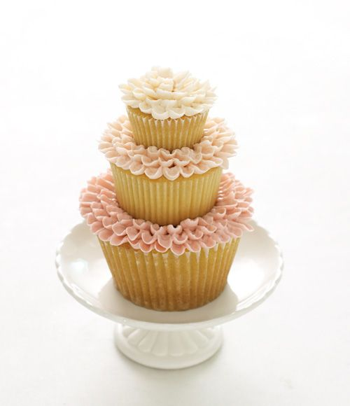 Cupcake-esque wedding cake. I want to dip my finger in one of those petals of frosting.