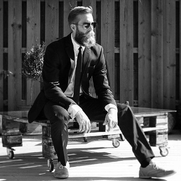 Throwing up a #tbbeardt from when I was doing some Villain Gardening.  . #Theswedishbeardcommunity#beard#bearded#beardlife#beardlove#beardoil#moustache#beardman#mustache#mustachewax#skägg#skäggvård#beardstyle#barber#barberlife#beardedlifestyle#eatclean#beardgrooming#beards#tbt#beardedvillains by thebeardofkris