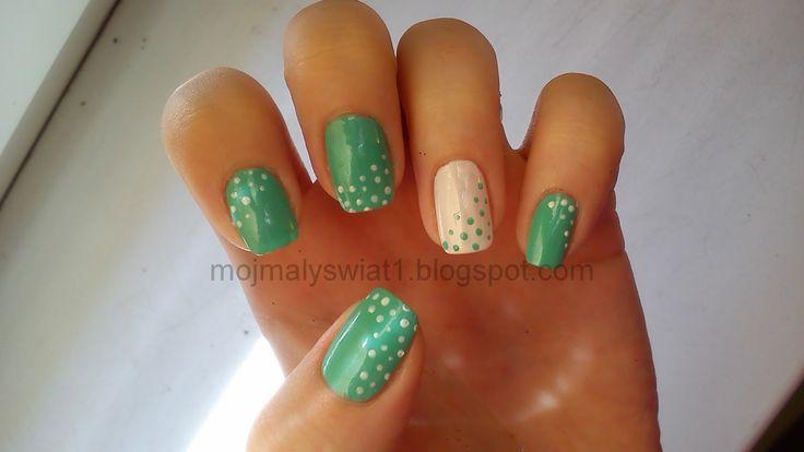 Miętowe paznokcie w kropeczki, wzorek na paznokcie, zdobienie paznokci, paznokcie naturalne,