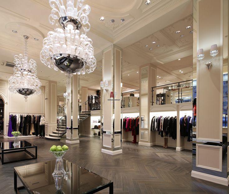 Интерьер магазина в стиле ампир с современным декором