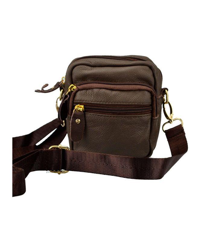 Praktisk skind taske fra Yuqilin i brun kalveskind med lang rem.