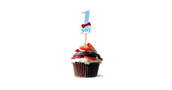 1 Yaş KürdanKürdan Ürün HakkındaPaket halinde gönderilir ve içerisinde 10 Adet 1 Yaş Mavi Kürdan bulunuyor.Kürdanlar kaliteli olup sağlam kartondan üretilmiştir üzerinde 1 yaş teması vardır.Doğum günlerinde yaptığınız pasta ve kekler için süs olarak kullanılır. 1 Yaş Doğum Günü Konseptinden daha fa