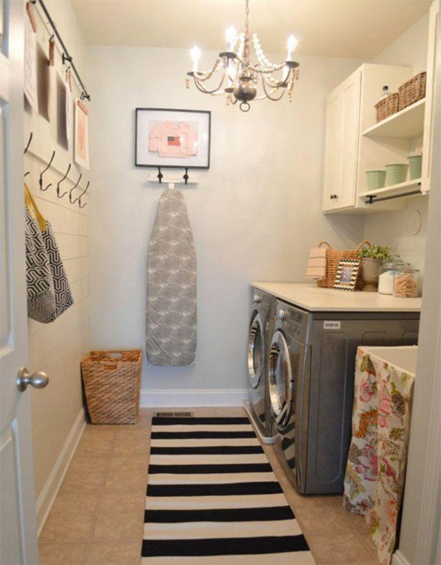 En una loggia tenemos la lavadora, a veces también una secadora, y un lavadero. El resto son pequeños artículos que hay que ordenar. Lo primero es pensar si hay alguna otra distribución, distinta a la que tienes actualmente, que te permita optimizar mejor el espacio.