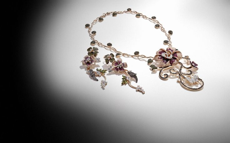Blooms! #Flowers necklace and #earrings.  #Ultimaedizione.