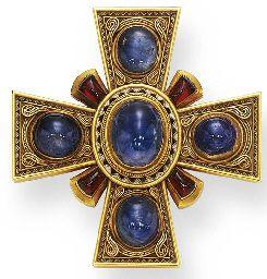 AN ANTIQUE SAPPHIRE, GARNET AND GOLD MALTESE CROSS BROOCH,CA 1870