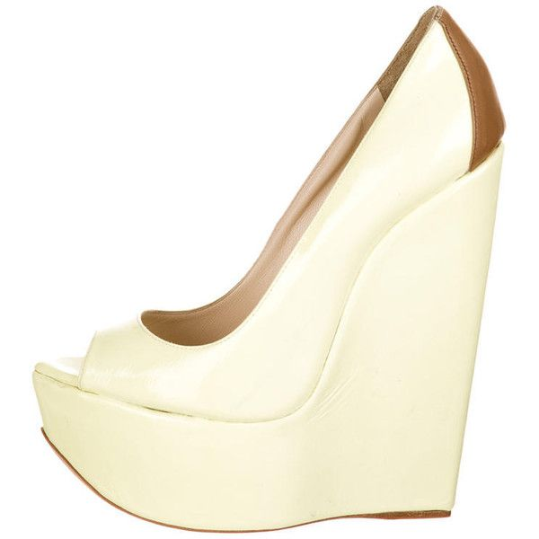 Pre-owned Ruthie Davis Cupcake Wedges (5.465 UYU) ❤ liked on Polyvore featuring shoes, yellow, yellow patent shoes, yellow wedge shoes, peep toe shoes, yellow shoes and yellow peep toe shoes