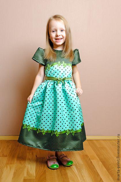 Детское платье в горошек  цвета мяты. Нарядное платье из коллекции 'Цветной горошек с ленточками' Классический рисунок в новом исполнении. Платье подойдет на любой торжественный момент. Ткань с принтом не линяет при стирке.