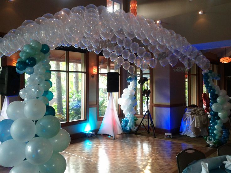 Under the sea theme dance floor decoration. Seahorse balloon sculpture with balloon canopy dance floor decoration.