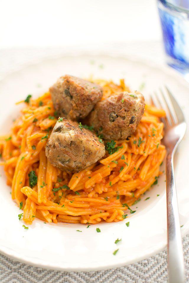 Tonfiskbollar och pasta i tomatsås