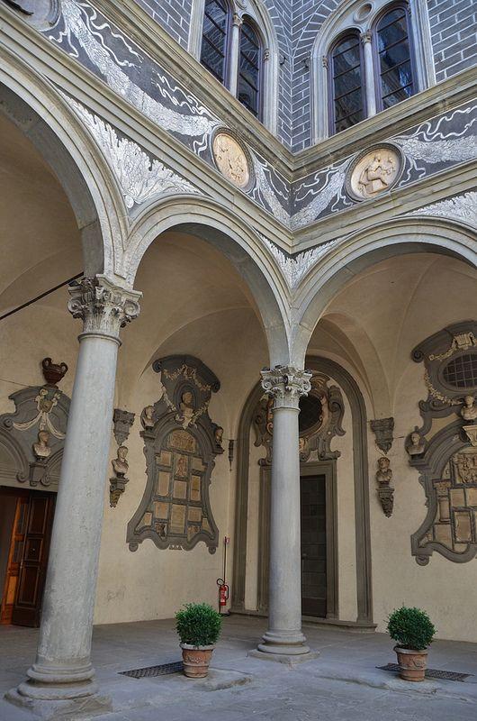 Firenze Palazzo Medici Riccardi, 15th cent., detail of interior courtyard #TuscanyAgriturismoGiratola