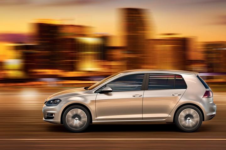 Zum Start sind für den VW Golf VII vier BlueMotion-Motoren erhältlich, zwei Benziner mit 85 PS und 140 PS und zwei Diesel mit 105 PS und 150 PS. (Photo: © VW)