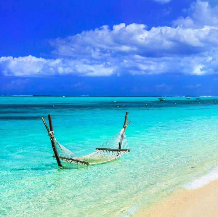 Czas trochę poleżeć! #travellife #travelplanet #travelplanet #lovetravel #instatravel #mauritius #beach #hammock #podróż #podróże #podróżnik #urlop #relaks #travelpic #travelphoto