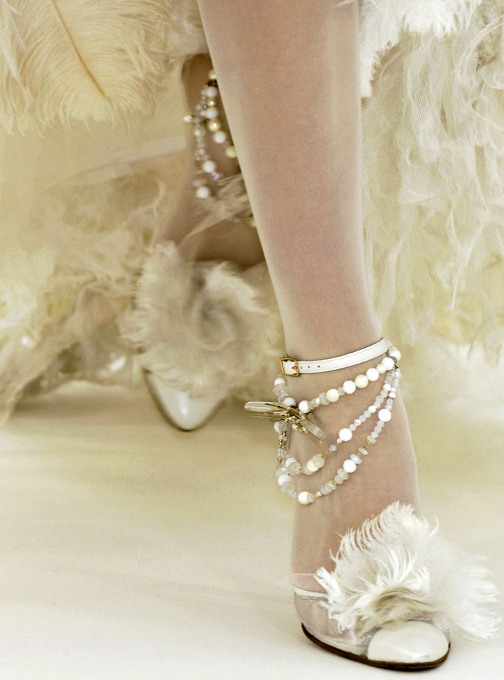 Chanel haute couture s/s 2006  Dreamy. Love the subtility (is that a word ?) of the colors.