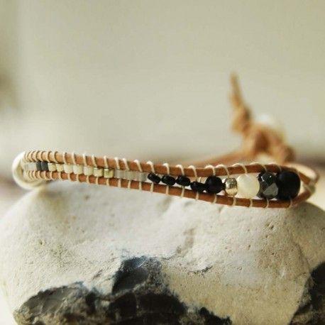 FISHBONE HÉMATITE - Bracelet    Adolescent ou adolescente ayant votre propre style, vous tomberez sous le charme de ce bracelet raffiné et ethnique aux perles variant du métallisé au nacré tempéré par son aspect mat. Discret et stylé pour un poignet au look boho.