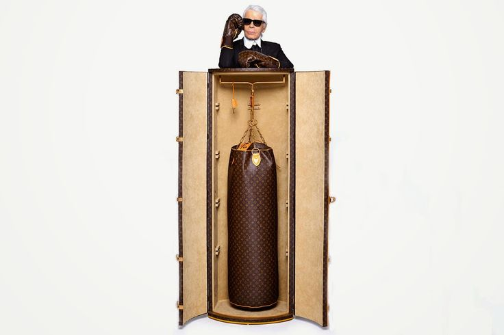 God Save the Queen and all: Karl Lagerfeld diseña un saco de boxeo para Louis ... #karllagerfeld #louisvuitton #monogram