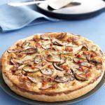 La quiche lorraine è una torta salata tradizionale, pratica e veloce. Prova la versione con la farcitura ai funghi della ricetta di Sale