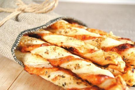 paluchy serowe z ciasta francuskiego o smaku pizzy