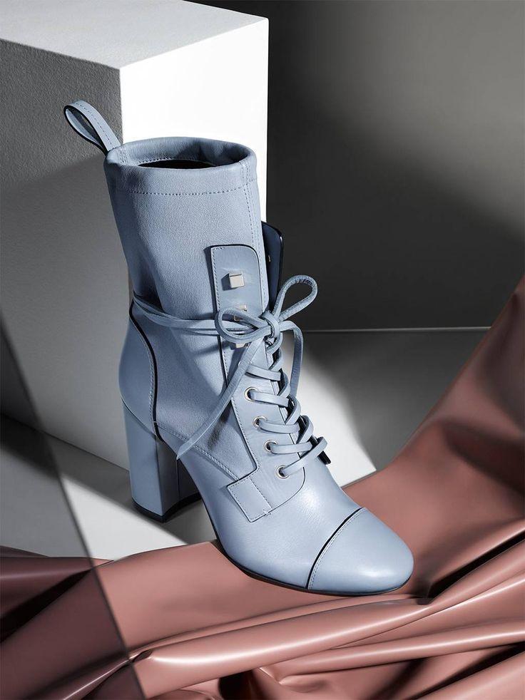 buy online 5d2a5 7bb58 Celebrity Schuhmarke Stuart Weitzman erweitert seine Schuhe ...