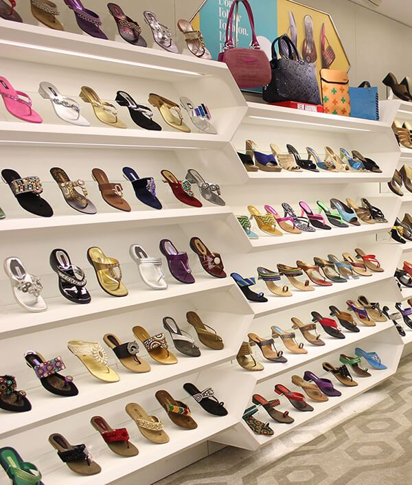 wall shoe display shelves | Shoe store