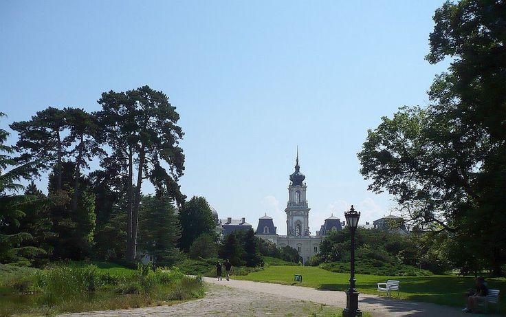 A Kastélymúzeum a park felől