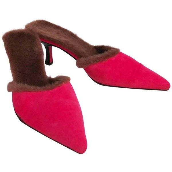 Preowned 1980s Ungaro Hot Pink Suede Mules W/ Faux Fur Lining ($295) ❤ liked on Polyvore featuring shoes, pink, pointy toe shoes, 1980s shoes, pink kitten heel shoes, kitten heel mules and 80s shoes