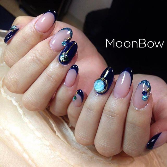 宇宙ネイル🚀✨ ネイビーの細フレンチにキラキラ💎✨ 惑星みたいなスタイルパーツ、ビジュー、ラメといろんなキラキラを詰め込みました💛 このパーツ可愛くてイチオシ中〜😉✨ decorated bijou ♡ Space nails #Swarovski  Please take a look my other nails 💕💅✨ * #フレンチ #細フレンチ #ネイビーネイル #ハンドメイド #スタイルパーツ #乳白色 #スキンカラー #ヌーディカラー#ビジューネイル #シンプルネイル #宇宙ネイル #惑星 #エレガント #大人可愛い #自爪 #冬ネイル #今日のコーデ #長持ちネイル #セルフネイル #サロンモデル #ファッション #お洒落 #オトナ女子 #ゆで卵 #207ヤクルトカラー #maogel #マオジェル #maogel導入サロン #maogel導入サロン名古屋