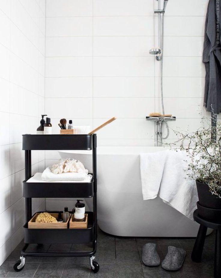 Pronken met zwarte accessoires in de badkamer