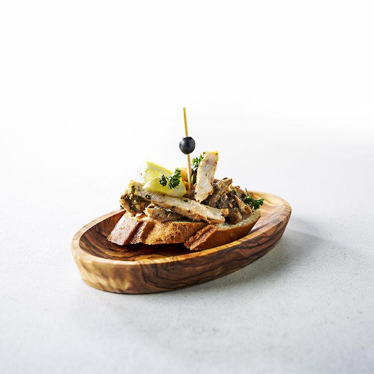 Pollo al limón: een stokbroodje belegd met kipdijfilet met een vleugje citroen.