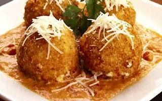 FRIED MAC AND CHEESE BALLS Cheesecake Factory Copycat Recipe Sauce: 1 3/4 cups of marinara sauce 1 3/4 cups alfredo 1/4 cup heavy w...