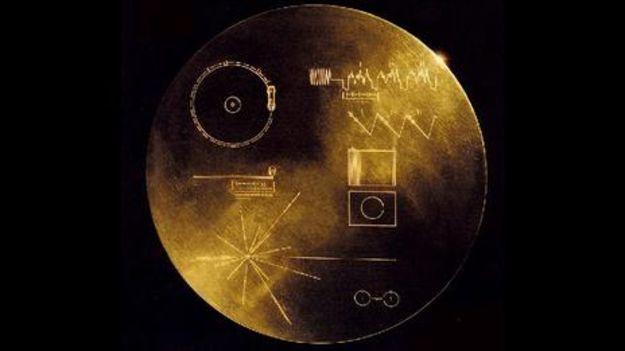 Voyager porta um disco de ouro com mensagens de paz em 55 línguas